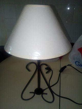 lámpara estilo forja