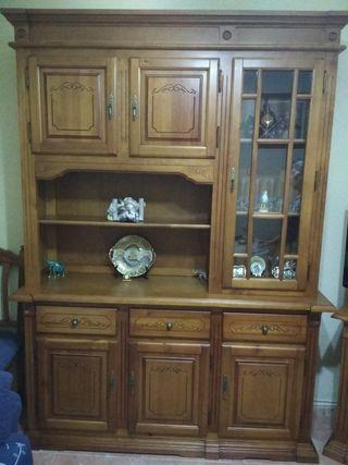 Impecable mueble madera maciza