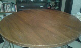 mesa madera con cristal y patas de hierro forjado