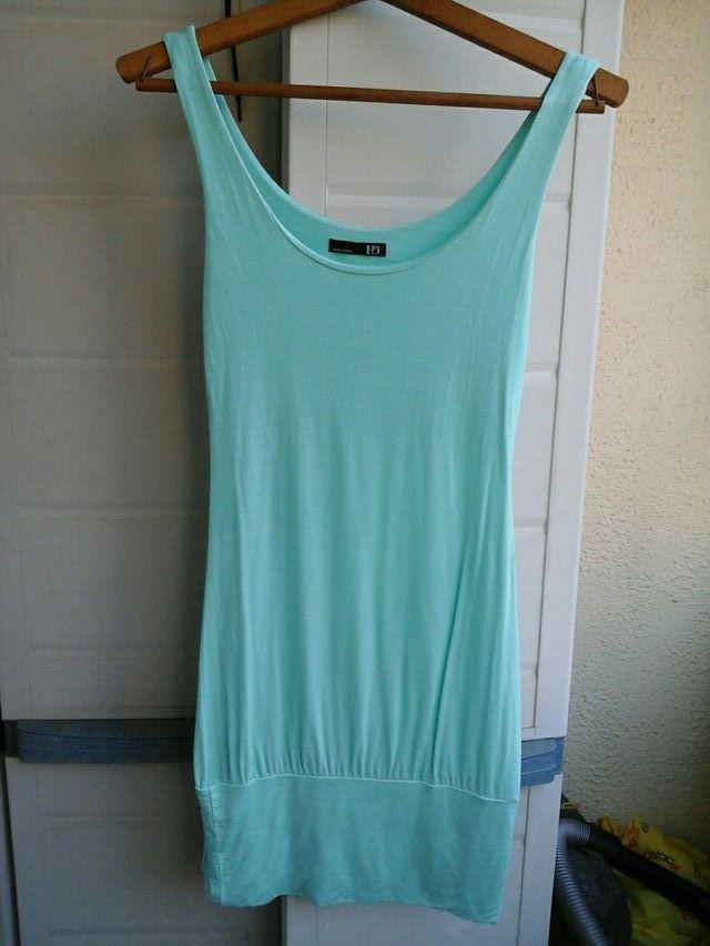 68f4256000 Camiseta larga o vestido azul turquesa de segunda mano por 10 € en ...