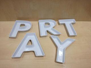 plato letra porcelana PARTY (nuevos)