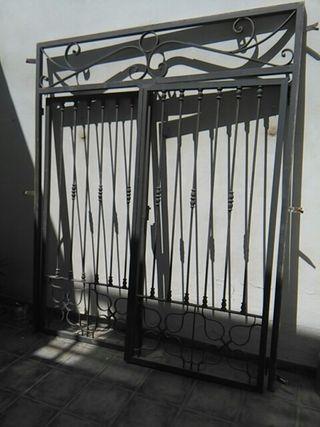 Puerta jardín de forja