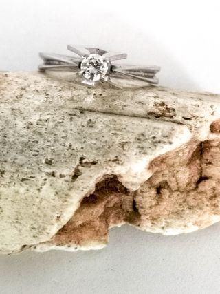 Anillo Vintage oro blanco y diamante natural