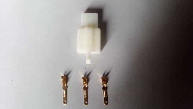 Conector piña 3 pin patinete bicicleta eléctrica