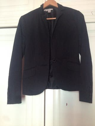 Chaqueta negra + chaqueta marrón Zara