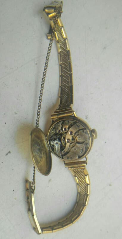 Reloj Longines de oro de 100 años de antigüedad
