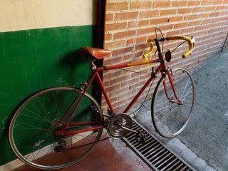 Bicicleta antigua de carreras.