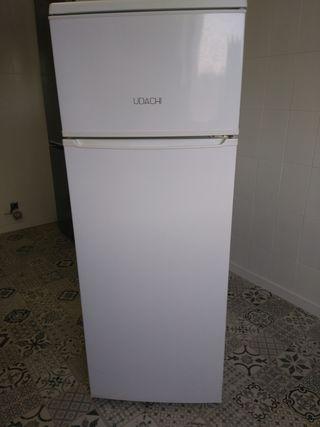 frigorífico 2 años y 2 años garantia.