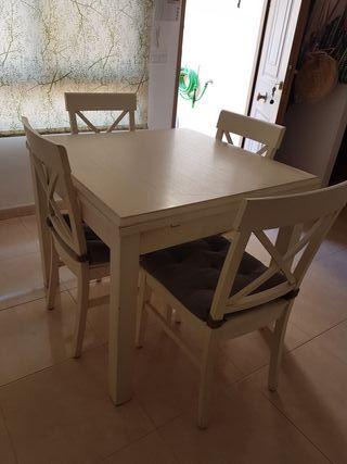 Taula i cadires de menjador