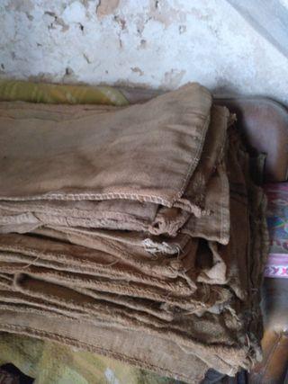 sacos de cañamo antiguos y artesanales