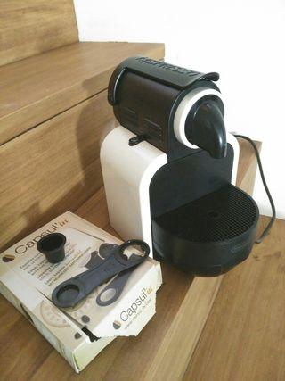 Cafetera Nespresso con cápsulas recargables