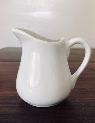 Pot à lait ou crémier 18cl porcelaine blanche