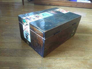 caja grande de madera