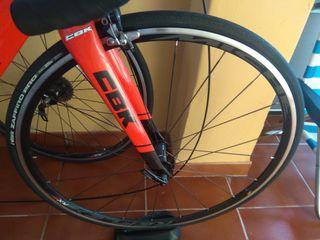 bicicleta de carretera en perfecto estado