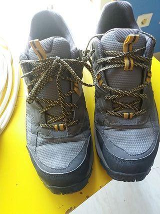 calzado montaña 44 EU