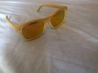Gafas de sol y de madera polarizadas