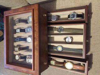 Colección de 16 relojes y expositor