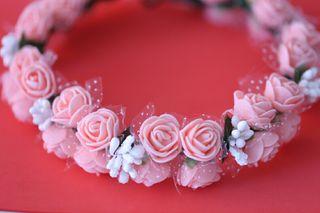 Precioso Tocado floral hecho a mano por encargo