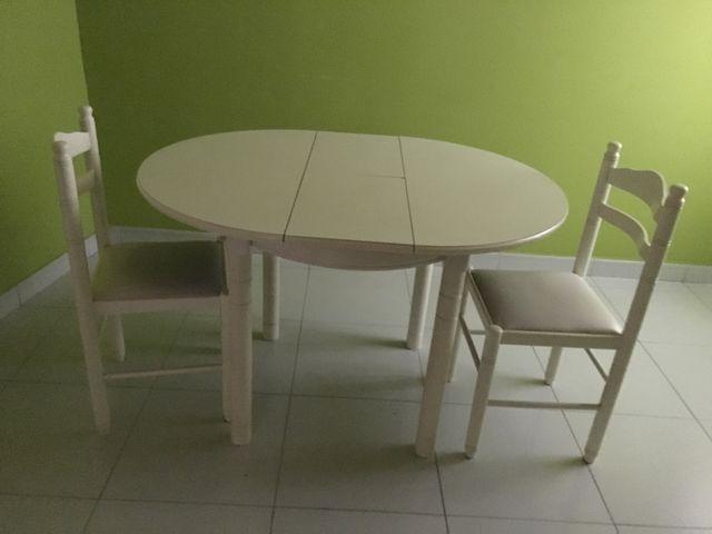 Mesa cocina blanca extensible y sillas de segunda mano por 80 € en A ...