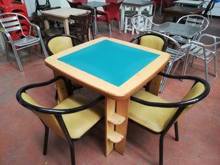 Conjunto mesa de juego y sillas