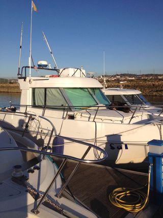 Barco con dos motores