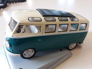 Volkswagen van retro hippy