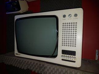 varios televisores . tres lamparas y equipo sonido