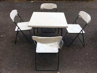 Mesa + sillas de camping