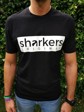 Camiseta negra unisex Sharkers