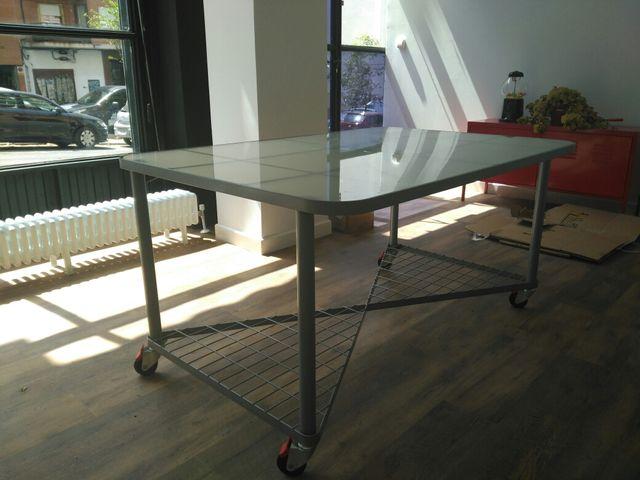Mesa oficina de cristal de segunda mano por 50 € en Madrid en WALLAPOP