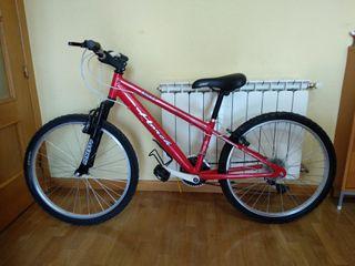 Bicicleta de montaña muy nueva