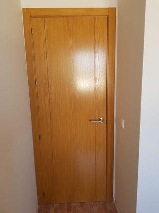 Puertas de madera nuevas con marco y todo