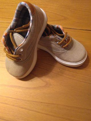 Zapatos niño SIN ESTRENAR N.22