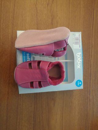 zapatos bebe talla de 3 meses a 9 meses.