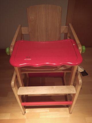 Trona de madera maciza.Convertible en mesa y silla