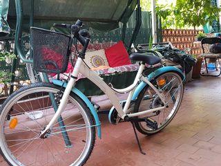 Bicicleta niña paseo Urban life