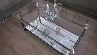 Mesa de cristal y espejo.