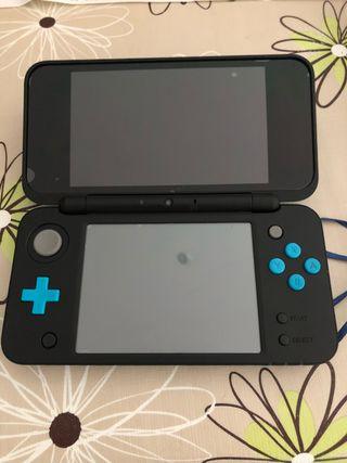 Nintendo New 2DS XL con funda y dos juegos