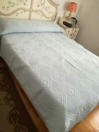 Colcha para cama de 0,90 cm.