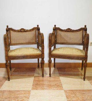 Antiguos sillones de rejilla