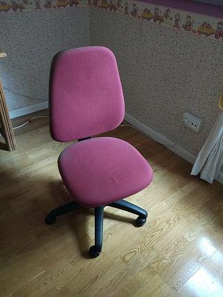 Silla escritorio con ruedas, regulable.