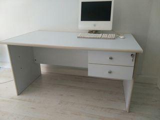 Mesa para oficina de segunda mano en la provincia de Vizcaya en WALLAPOP