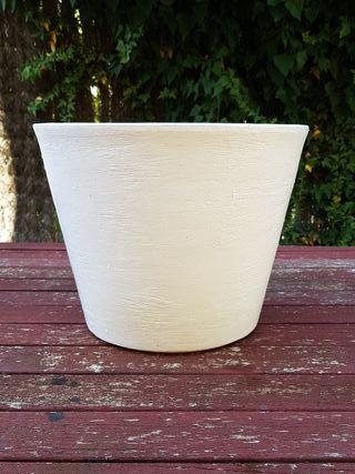 Maceta de plástico blanca