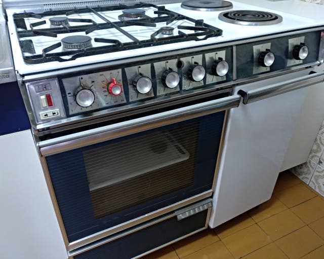 Cocina gas butano con horno el ctrico de segunda mano por for Cocina butano con horno