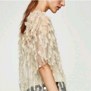 Zara talla S camiseta beige plumas