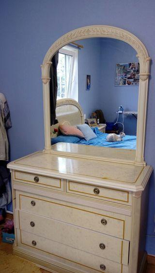 Comoda con espejo
