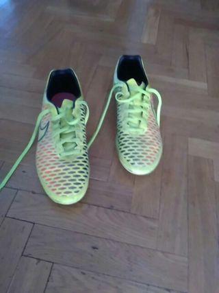 Botas de futbol Nike talla 43