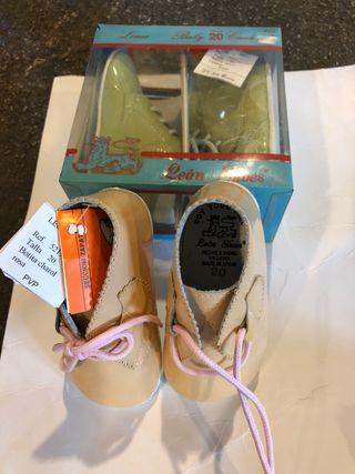 Zapatos de charol bebé
