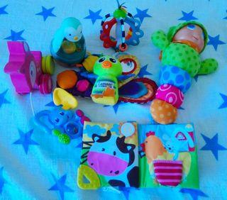 Juguetes variados de bebé
