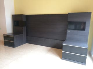 Dormitorio con cabezal,mesitas y paneles 150x190cm